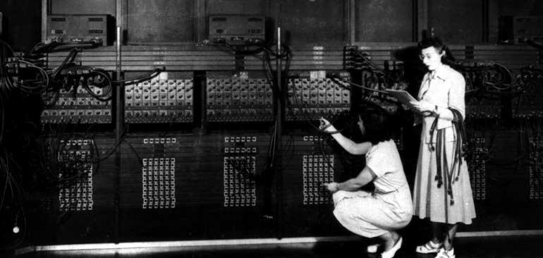 ENİAC: Elektrikle çalışan ve elektronik veri işleme kapasitesine sahip ilk bilgisayar.